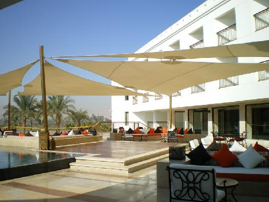 Hilton Luxor Resort & Spa: Outside Lounge Area