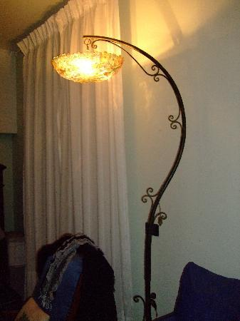 Old Taverna Sorrentina B&B: The unusual light in our room