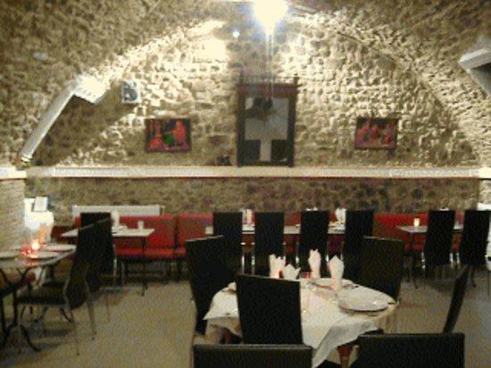 Restaurant Maharaja : SALLE EN PIERRE VOUTEES