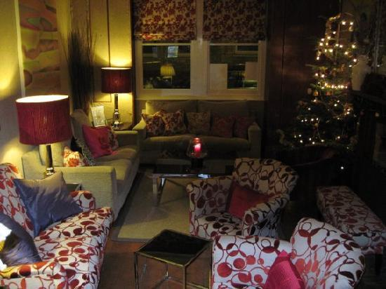 The Ormond at Tetbury: Checking in Front Room