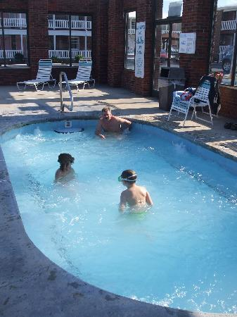 Sea Ranch Motel: HUGE HOT TUB
