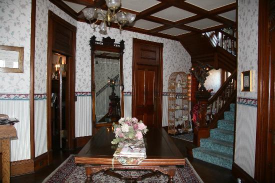 Hancock House B and B: Entrance way