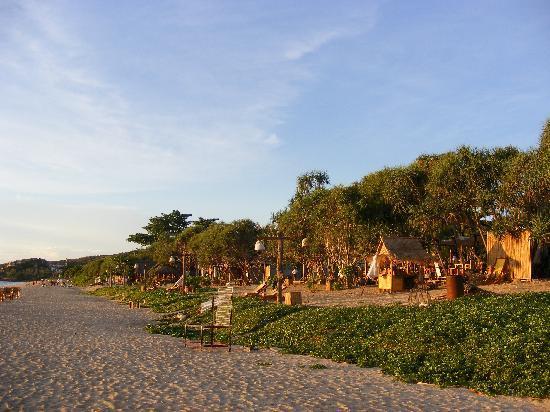 Chaw Ka Cher Tropicana Lanta Resort: Abendstimmung am Klong Nin Beach