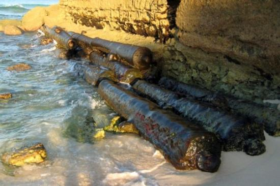 Hilton Barbados Resort: Crab covered cannons rusting in the surf...