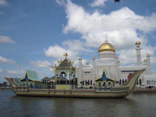 Bandar Seri Begawan, Brunei: Mosque