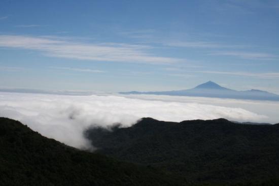 von der HÖhenstrasse auf La Gomera aus, mit Blick zum Teide auf Teneriffa