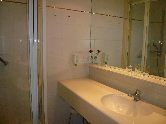 Hotel Leitnerbräu: bathroom