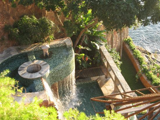 Cachoeira Inn: View from the guestroom level down at some of the waterfalls/pools