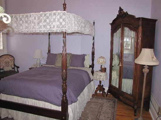 School House Bed & Breakfast : Our room, the Dick and Jane Room.  Beautiful!