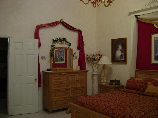 Zaballa House: Dresser