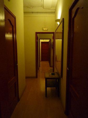 BCN Hostal Central : the hallway