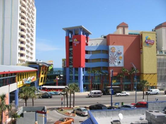 Restaurants Near Tropical Winds Oceanfront Hotel