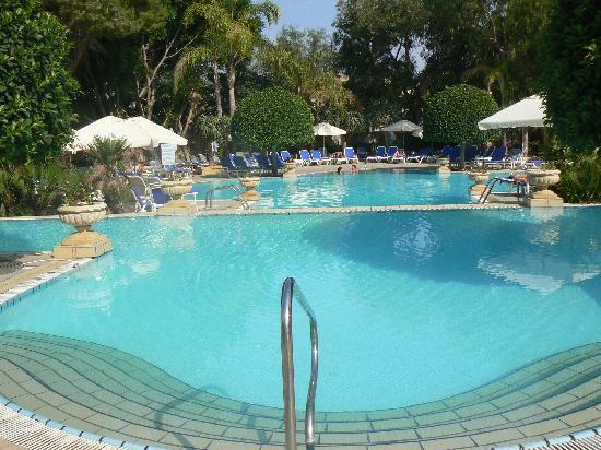โรงแรมคอรินเทียพาเลซ & สปา: piscine du corinthia