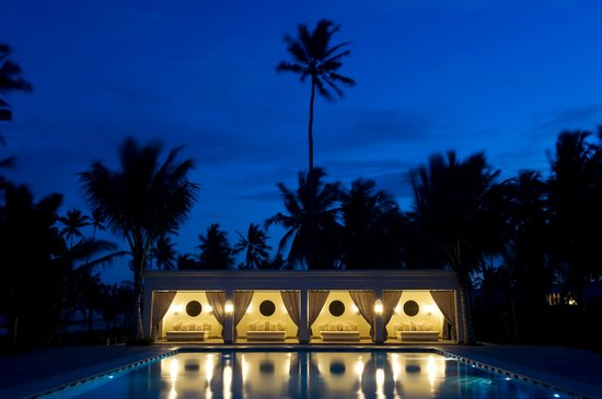 Baraza Resort & Spa: Baraza Pool at Night