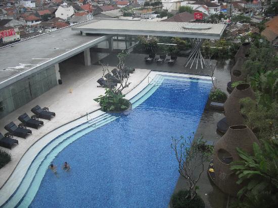 Hilton Bandung: Pool