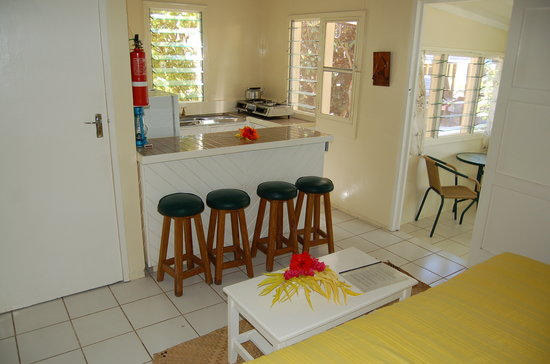 MacDonalds Nananu Beach Cottages : kitchen