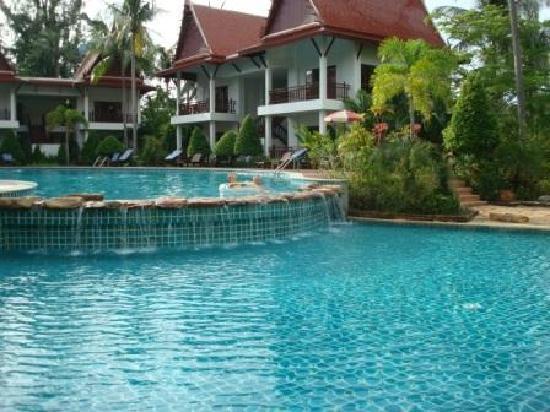 Royal Lanta Resort and Spa: Pool close to reception