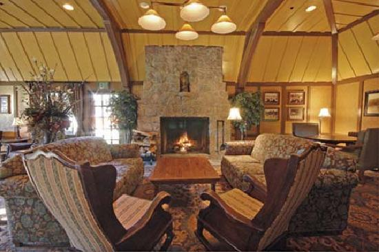 UCLA Lake Arrowhead Conference Center: Cozy Group Areas