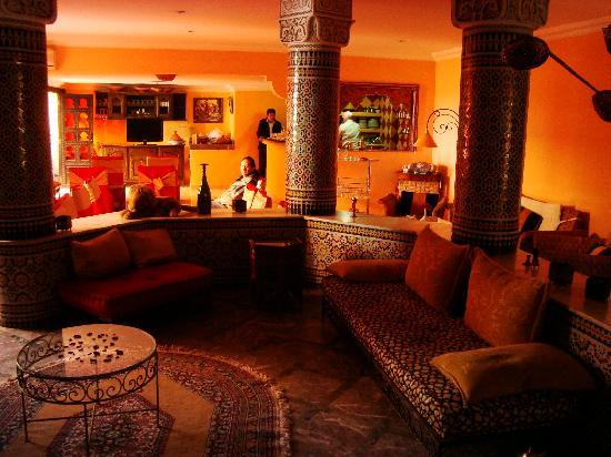 Dar Naciria Marrakech: Lobby and breakfast area