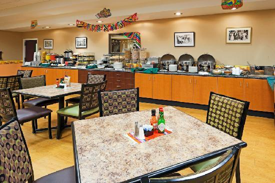 Holiday Inn Hotel & Suites Rochester - Marketplace: Breakfast/Dining Area