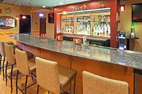 Holiday Inn Hotel & Suites Rochester - Marketplace: Lounge On-site