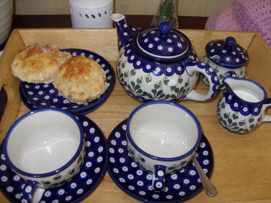 Holly House Guest House: Tea and scones on arrival!