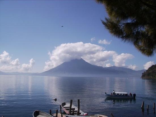 Santa Cruz La Laguna, Guatemala: Lake, volcano
