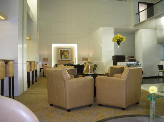 TIME Oak Hotel & Suites: lounge by lobby