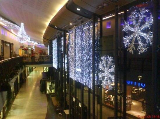 Dundee, UK: Over gate - Our Mall Ready for cheristmes