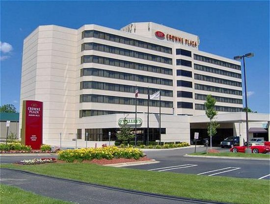 Оберн-Хиллз, Мичиган: Lovely exterior of the Crowne Plaza Auburn Hills