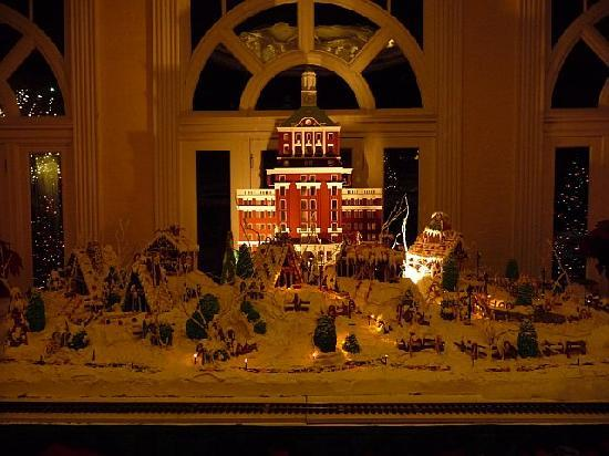 Hot Springs, VA: Homestead in gingerbread