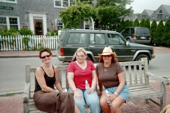 Centerboard Inn : downtown Nantucket!