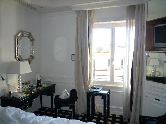 Hotel Hassler: sorry for the mess, Deluxe room