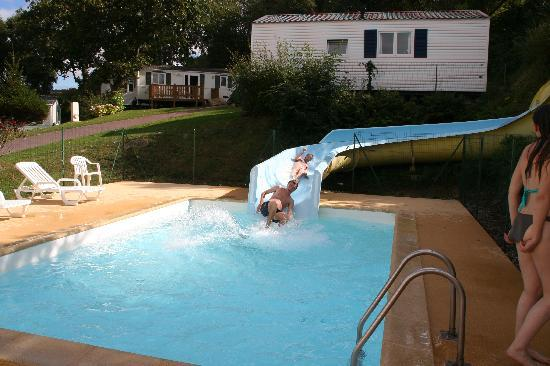 Le toboggan de la piscine picture of camping l 39 anse du for Camping boulogne sur mer avec piscine