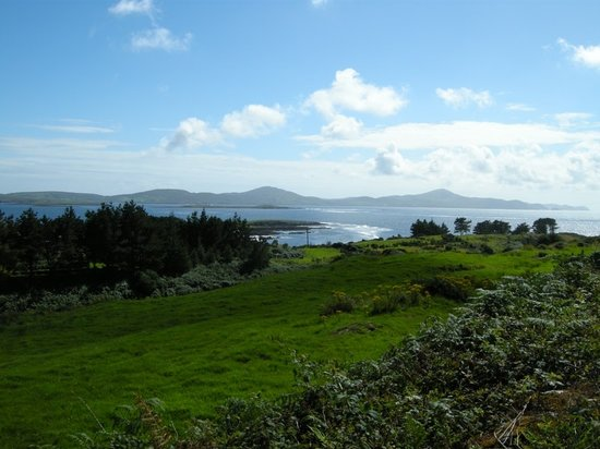Bantry, Ierland: view over dunmanus bay