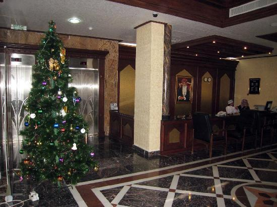 Golden Oasis Hotel : Lobby with tree. These lifts are to the new wing - try to get rooms on this side