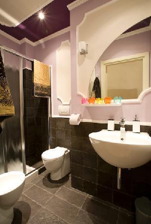 Mr My Resort Florence: A bathroom
