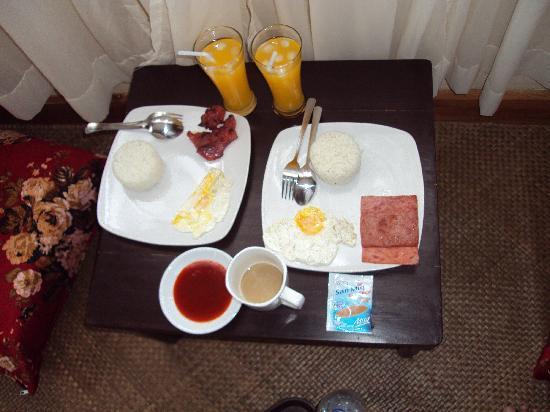 La Bella Casa: Complimentary Breakfast
