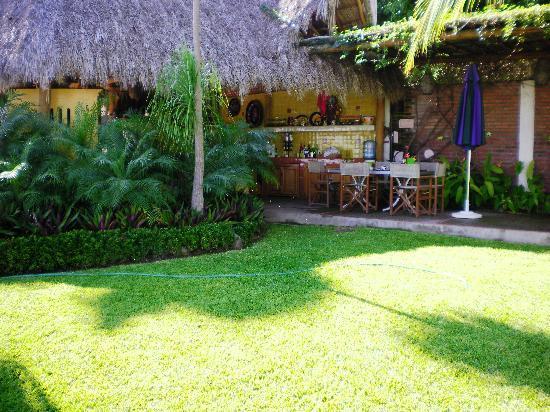 Villa Bella Bed and Breakfast Inn: Jardín
