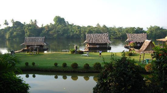 Bamboo House: Gesamtansicht
