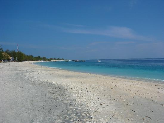 Secret Garden: Gili Trawangan,  beach by Trinacria Village