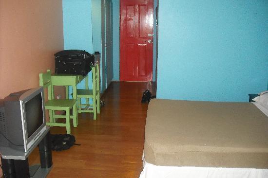 Rainbow Pacific Suites Hotel: BIG standard rooms