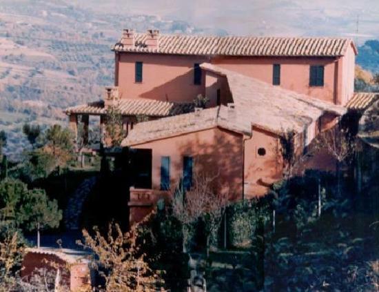 Villa Nuba Charming Apartments: The external view of Villa Nuba charming apartment rental in Perugia