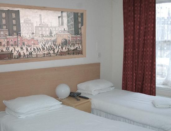 Mitre Hotel: One of our bedrooms