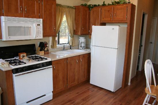 Madison Arm Resort: cottage kitchen