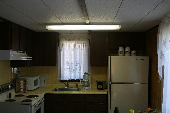 Madison Arm Resort: cabin 3 kitchen/dining area