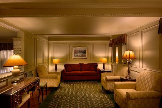 Royal Scot Hotel & Suites: Upper Lobby