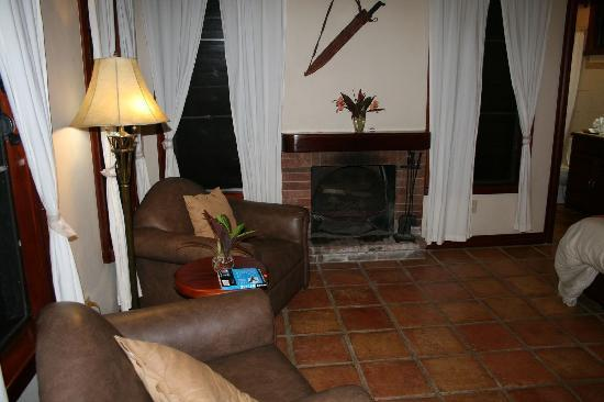 Hidden Valley Inn: Fireplace in Room (we used it to dry our wet socks!)
