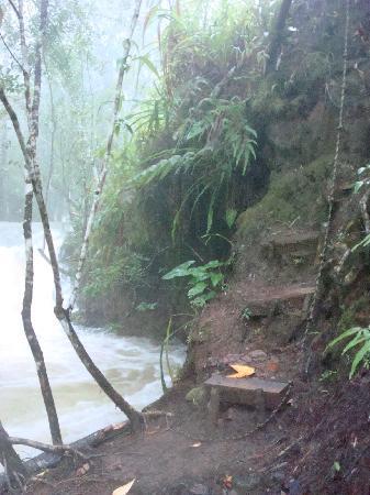 Hidden Valley Inn: Steps