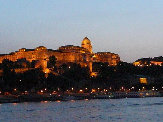 Legenda Sightseeing Boats: Buda Castle